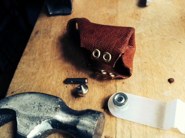 Assemble the eyelets (read eylets instructions at the eylets box).